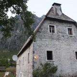 Dede Nika Guesthouse